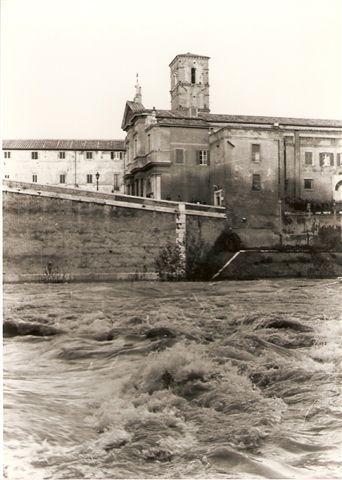 Tevere in piena, Isola Tiberina a Roma - G.F.G. Liminare_206 (Anni 1970).jpg
