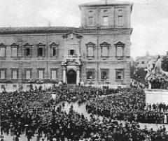 250px-Sfilata_fascista_(Quirinale).jpg
