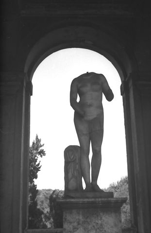 La Donna imperfetta 2 (Villa Medici - Roma) G.F.G. Liminare_206 13.jpg